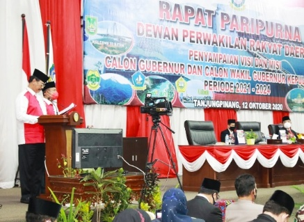 Calon Gubernur dan Wakil Gubernur Provinsi Kepri, DR HM Soerya Respationo, SH, MH dan Iman Sutiawan, SE, MM SInergi nomor urut 1, menyampaikan visi misi