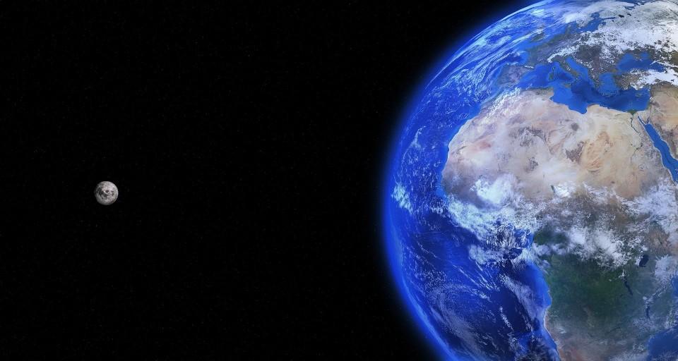 Ilustrasi Bumi dan Bulan. Pixabay/dok